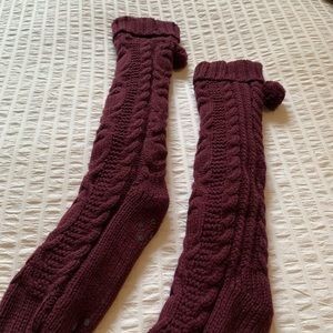 ⭐️2/$10⭐️ Maroon Fuzzy Reading Socks